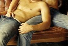เกย์ปิ๊งรักจูงขึ้นสวรรค์ในม่านรูด คู่ขาแสบมอมยารูดทรัพย์