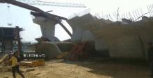 เครนสร้างสะพานข้ามแม่น้ำที่อยุธยาถล่ม เบื้องต้นเจ็บ 9 คน