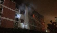 ไฟไหม้ อพาร์ทเม้นท์ ย่านบรรทัดทอง บาดเจ็บ 6 ราย