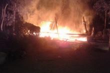 เพลิงไหม้บ้านวอดทั้งหลัง แม่วัย78โชคดีชาวบ้านช่วยอย่างปลอดภัย