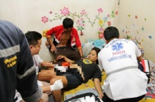 สาวล้มทับมีดปักท้อง แฟนหนุ่มอ้างอุบัติเหตุ