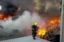ด่วน!! เพลิงไหม้ ชุมชนลานโพธิ์ ชาวบ้านหนีตายอลหม่าน