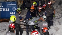 เจ้าหน้าที่กู้ร่างผู้เสียชีวิตเหยื่อตึก 8 ชั้น ย่านสุขุมวิทสำเร็จ