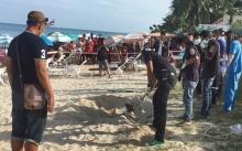 นทท.แตกตื่น!! พบศพหญิงเร่ร่อน ถูกฆ่าฝังทราย! ชายหาดเกาะสมุย
