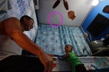 อีกแล้ว! มือบอนยิงปืนขึ้นฟ้า กระสุนปืนตกใส่หลังคาบ้านทะลุหลังคา ห้องเด็ก