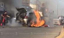 ระทึก! ชายพิการขับเก๋งเกิดเป็นลมชัก ชนกระบะไฟลุก