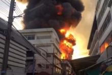 ด่วน!! ไฟไหม้โรงงานผลิตสีย่านบางพลี เกิดระเบิดหลายครั้ง อาคารทรุดตัว