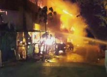 ไฟไหม้ร้านวัสดุก่อสร้างย่านร่มเกล้า เสียงระเบิดหลายครั้งจนโครงสร้างพังถล่ม