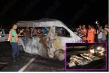 รถตู้พุ่งเสยท้ายรถบรรทุก ไฟไหม้ย่างสดตายสยอง14ศพ