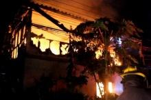 ไฟไหม้บ้านพักย่านบางพลี5ชีวิตโดดจากชั้น2หนีตายอลหม่าน