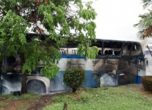 ระทึก!!ไฟไหม้รถบัสจอดซ่อมวอดทั้งคัน