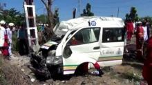 รถตู้โดยสารขับแข่งกัน ชนเสาไฟ ตาย 4