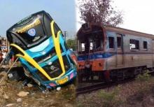 ชนสนั่น!!รถทัวร์ VS รถไฟ ตาย 3 เจ็บเพียบ!!(คลิปนาทีชน)