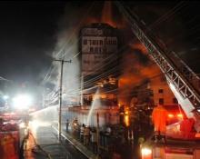 เกิดเหตุเพลิงไหม้ตลาดสดเมืองแก่งคอย ดับ 12 เจ็บ 3 (มีคลิป)