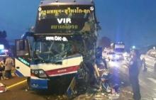 ระทึก รถทัวร์กรุงเทพฯ - สุไหงโกลก เสยท้ายรถบรรทุกพ่วง 18 ดับ 1 เจ็บระนาว