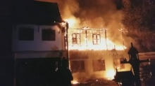 สลด!! ไฟไหม้บ้านทรงไทย อดีตผู้ช่วยพยาบาล ร.พ.วชิระ เสียชีวิตคากองเพลิง