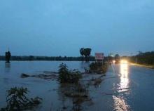 น้ำป่าหลากท่วมอ.ครบุรีโคราชนาข้าวจม100ไร่ (ชมภาพ)