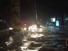 ฝนตกหนักน้ำขังถนนหลายพื้นที่รอบกรุง!!!