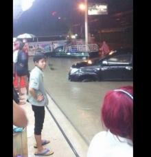 แชร์ว่อน ! คลิป น้ำท่วมชลบุรี รถหรูจมใต้น้ำเพียบ เสียหายหนัก
