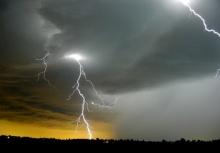 ระวังพายุฤดูร้อน!!20-21 เม.ย.นี้ 27 จังหวัด ฝนฟ้าคะนอง-ลมกระโชกแรง