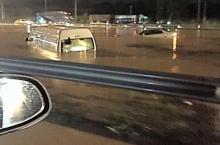 ฝนตกหนัก น้ำท่วม มอร์เตอร์เวย์ รถจมใต้น้ำ