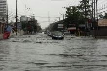 ฝนถล่มพัทยาน้ำท่วมหลายพื้นที่บางจุดสูง1เมตร รถผ่านไม่ได้ (ชมภาพ)