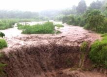 น้ำป่าภูทับเบิกไหลทะลักเข้าท่วมหลายหมู่บ้าน