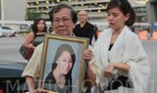 """6 นศ.แพทย์ มศว กลับถึงไทย-พ่อแม่ร่ำไห้รอรับศพ """"หมออีฟ"""""""