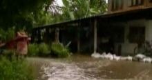 ท่วมอีกที่ น้ำล้นสปิลเวย์เข้าท่วมเทศบาลแม่สอด