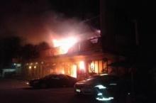 ไฟไหม้ภัตตาคารจีนแถวสุขุมวิท นักท่องเที่ยวแตกตื่นหนีกันอลหม่าน