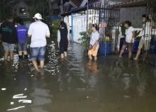 น้ำท่วมบ้านปทุมธานีสูง 50ซม.ปชช.ขนของหนี