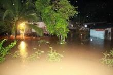ฝนตกหนักที่ อ.บ่อไร่ จ.ตราด น้ำท่วมสูง 1.40 เมตร ชาวบ้านเดือดร้อนจำนวนมาก