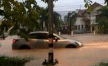 ท่วมหนัก!! ระยอง บ้านฉางฝนเทกว่า 3 ชั่วโมงหวิดล้นถนนรอบ2