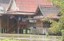 อ.บางบาลอ่วมน้ำท่วมสูงบางจุดลึกกว่า2เมตร