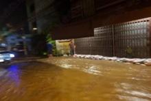เพชรบุรีอ่วมอีก-น้ำทะลักท่วม ร.ร.สั่งหยุด-รถจอดเสียอื้อ