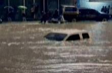 ฝนตกหนัก!! น้ำท่วมหนักเมืองหัวหิน รถเล็กผ่านไม่ได้!!!