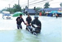 วิกฤติระดับ3  มท.ตั้งวอร์รูมรับมือน้ำท่วมใต้ เมืองคอนจมบาดาลทั้งจว.