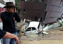 บ้านกรูด อ.บางสะพาน อ่วมน้ำไหลบ่าซัดบ้าน-รถพังยับ ปชช.ลำบากหนัก