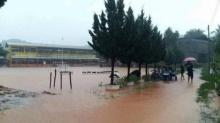 ด่วน!!! น้ำป่าหลากเข้าท่วมโรงเรียนเมืองเลย ครู-นร.อพยพวุ่น