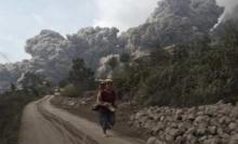ระทึก!! ภูเขาไฟอินโดฯบึ้มซ้อน 5 ลูก สั่งปิดสนามบินวุ่น 3 แห่ง !!