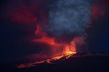 """""""ภูเขาไฟวูล์ฟ"""" บนหมู่เกาะกาลาปาโกสระเบิดครั้งแรกในรอบ 30 ปี –หวั่นคุกคาม """"อีกัวนา"""" พันธุ์หายาก"""