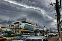 """""""เมฆกันชน"""" สัญญาณเตือน ลมกระโชก-ฟ้าฝนคะนอง รุนแรง"""