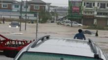 ด่วน!! ฝนกระหน่ำระยองอ่วมท่วมเมือง รถจมหลายคัน