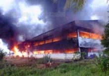 ไฟไหม้โรงงานผลิตถุงอุปกรณ์กอล์ฟส่งออก วอดทั้งหลัง-เสียหายกว่า 40 ล้านบาท