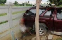 อุทาหรณ์!! จั๊มแบตฯรถ ลืมดึงเบรคมือ สุดท้ายถูกอัดติดกำแพง!!