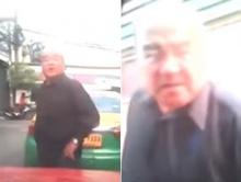 แท็กซี่ขาโหด!! จอดด่ากลางถนน คว้ากระบองจ้องฟาดคนขับกระบะ  (มีคลิป)
