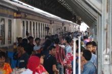 สถานีรถไฟหาดใหญ่แน่น ชาวมุสลิมเดินทางร่วมเทศกาลฮารีรายอ