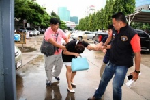 เหยื่อกระชากสาวแสบลงรถ แค้นจัดหลอกตุ๋นเงินจองบูธ