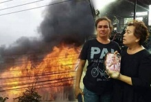 """ทึ่ง!! ไฟไหม้บ้านวอดทั้งหลัง แต่พระบรมฉายาลักษณ์ """"พ่อหลวง"""" ไม่ถูกไหม้"""