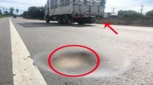สับเละ!!! งบ 5,000 ล้าน สร้างถนนเพชรเกษม ใช้งานแค่ 4 เดือน ดันเป็นแบบนี้ ใครเห็นต่างส่ายหน้า!